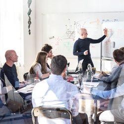 Agilität: IT-Mitarbeiter im Meeting