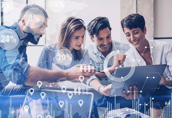 Agiles Testen: Mitarbeiter werten Ergebnisse aus